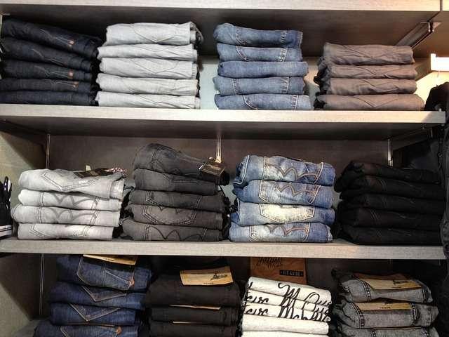 Keine Standardfigur? Diese Jeans passen Ihnen.